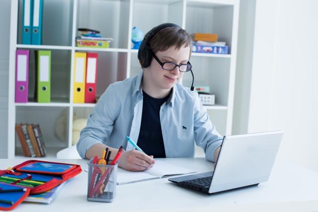 【レアジョブの無料体験レビュー】英語勉強とは無縁、英会話ド初心者の無料体験をしてみたリアルな感想
