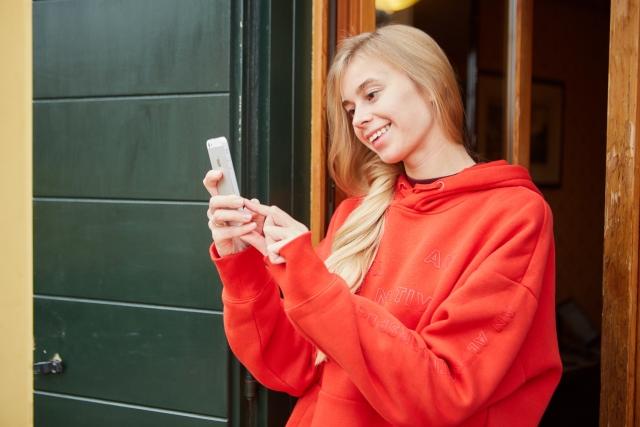 オンライン英会話が安い理由とは?サービスの質も高いのになぜ低価格?